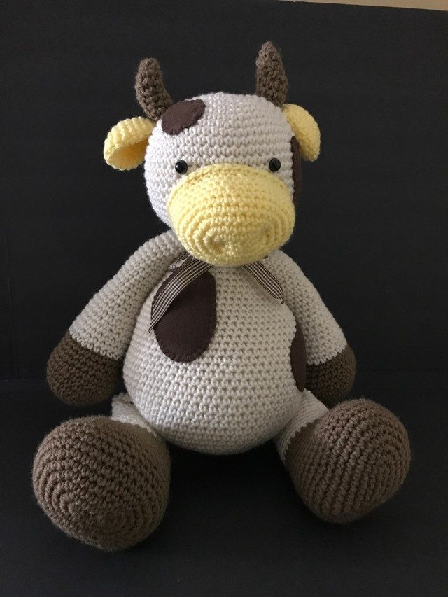 crochet bull toy by maria cabriza