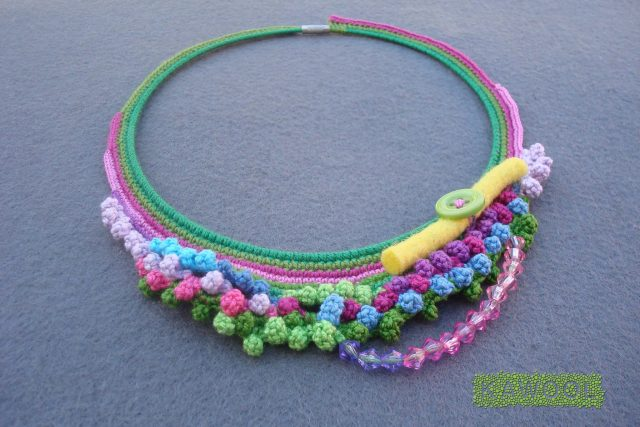 kawool crochet necklace